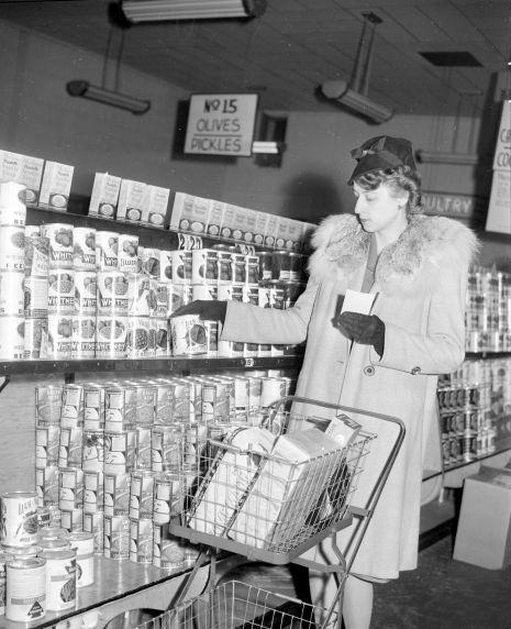 (33665) Rationing, Points System, Detroit, 1943