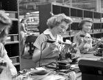 (33667) Defense Work, Women, Second World War, Detroit, 1942