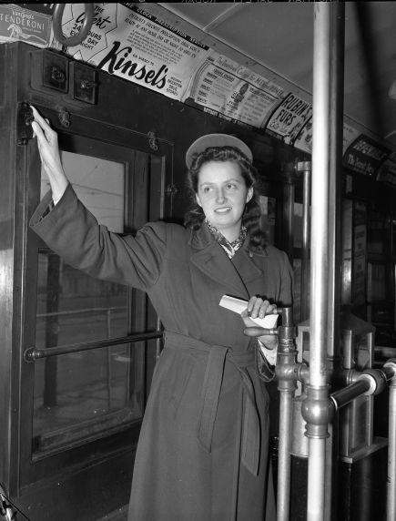 (33668) Transportation, Street Railway, Detroit, 1942