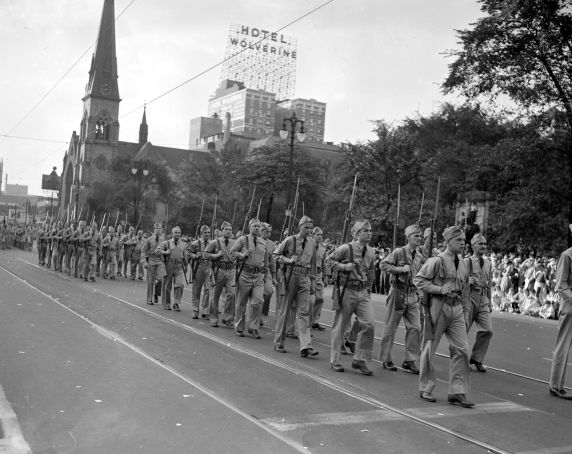"""(33670) Parades, """"Visiting Heroes,"""" Detroit, 1942"""