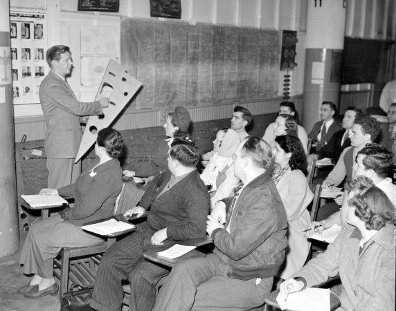 (33675) Industrial Training, National Defense, Murray Corporation, 1943