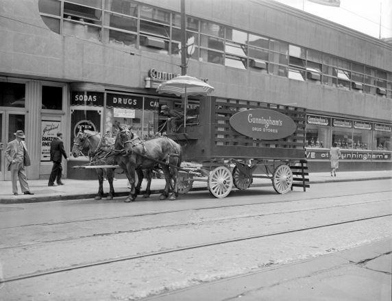 (33677) Wartime Transportation, Rationing, Deliveries, Detroit, 1942