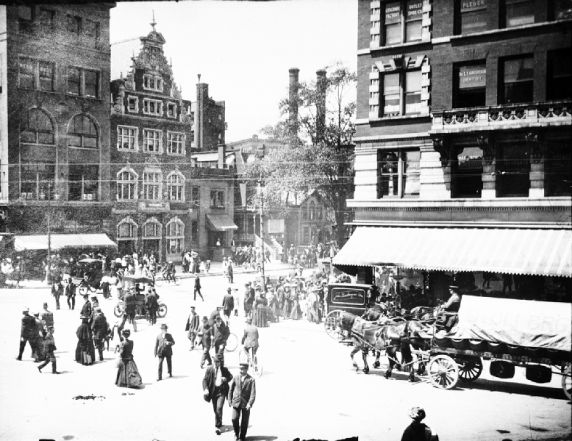 (33693) Street Scenes, Gratiot and Broadway, Downtown, Detroit, 1900s