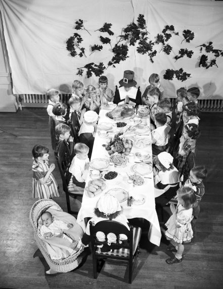 (33916) Holiday Scenes, Thanksgiving, Sara Fisher Home for Orphans, 1930s