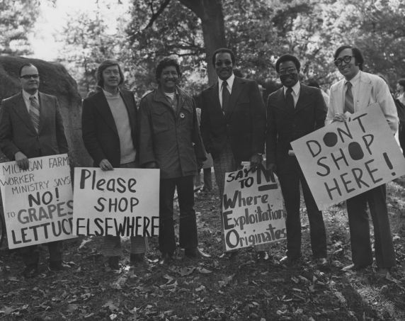 (35042) Richard Chavez and picketers, Michigan, circa 1970s.
