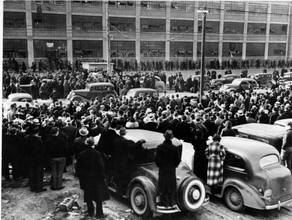 (3890) Fisher Body Plant no. 1, crowds, Flint, Michigan