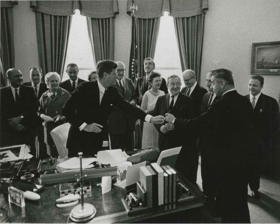 (45993) Oval Office Bill Signing
