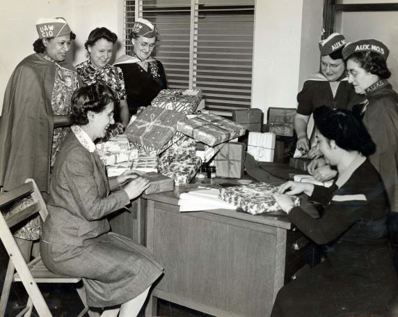(46492) UAW Women's Auxiliary, Service Member Gifts, 1940s