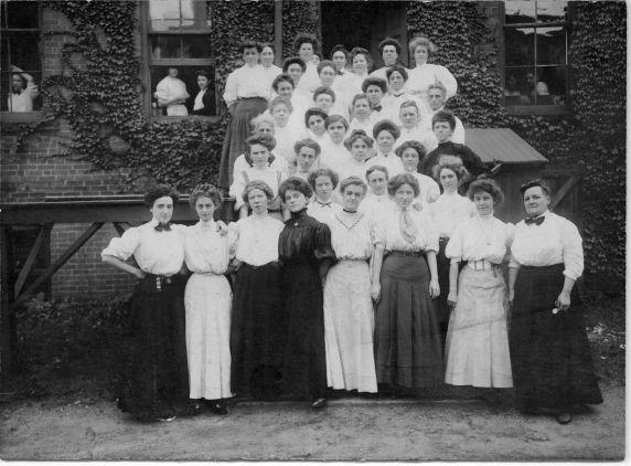 (5210) Matilda (Rabinowitz) Robbins, Group Photo, 1910s