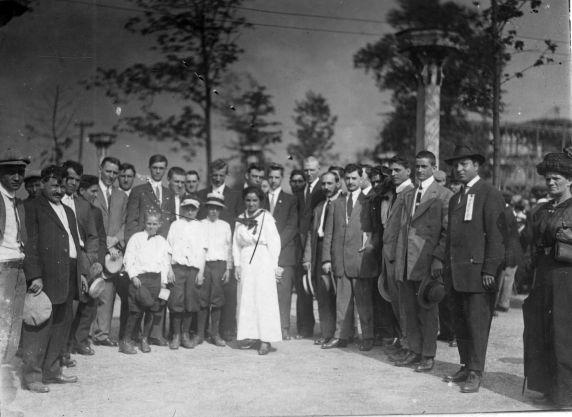 (5212) Matilda (Rabinowitz) Robbins, Group Photos, 1910s