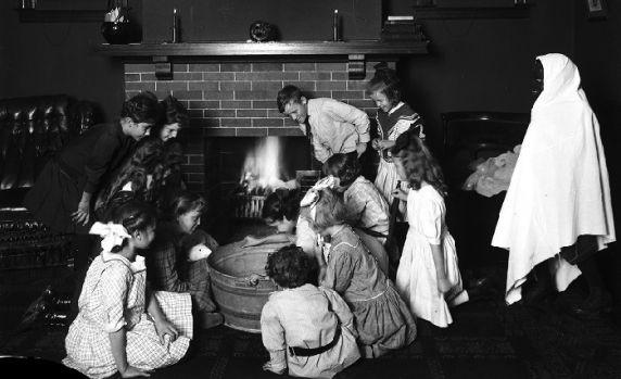 (64320) Halloween, Games, Children, Ghosts, 1920s
