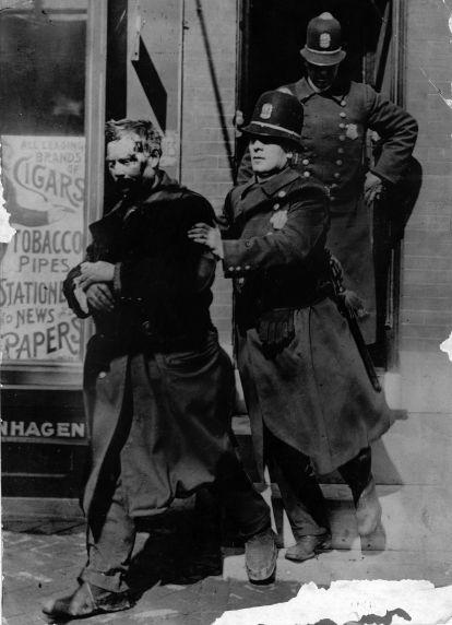 (6597) Strikes, Violence, Street Car Workers, Philadelphia, Pennsylvania, 1910