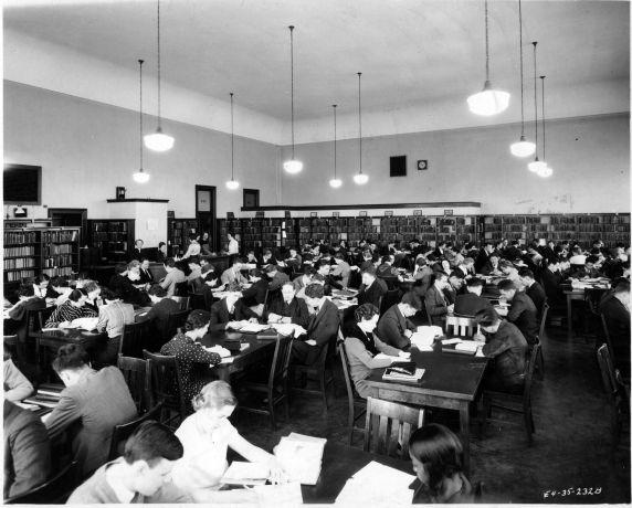 (6676) Libraries, Interiors, Old Main, circa 1935