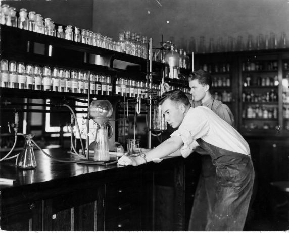 (6685) Classrooms, Interiors, Chemistry Lab, Old Main, c. 1935