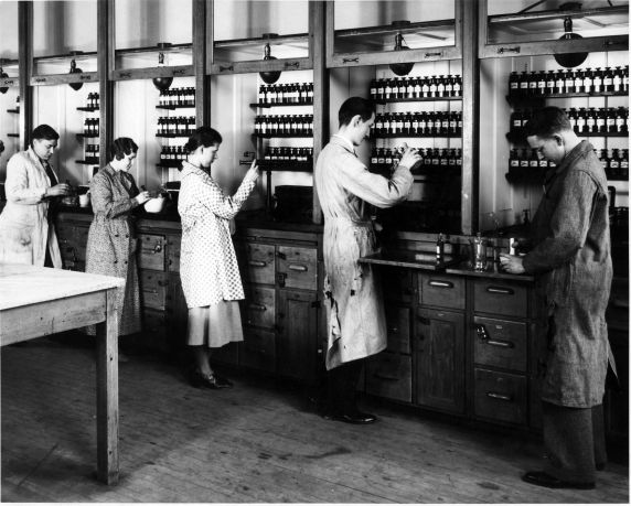 (6686) Classrooms, Interiors, Chemistry Lab, Old Main, c. 1935