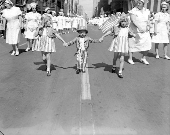 (72730) Labor Day, Parade, Detroit, 1941