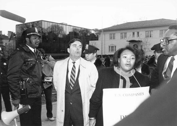 (7481) Anti-Apartheid protest arrest