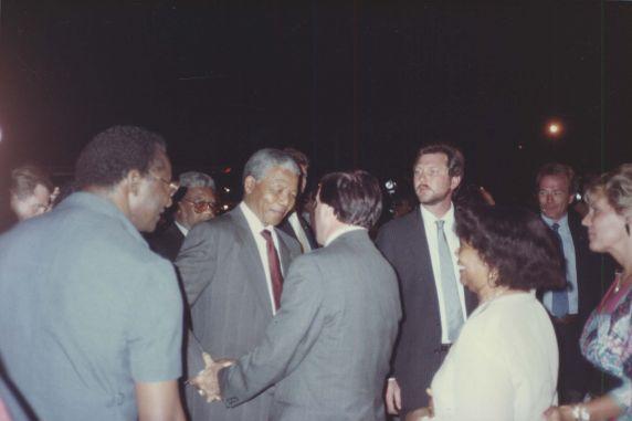 (7536) Mandela arrives, 1990 AFSCME Convention