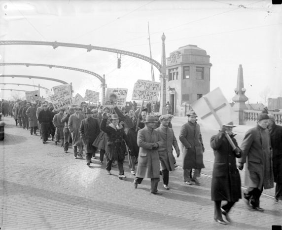 (DN_77643_1) Ford Hunger March, Funeral Procession, 1932
