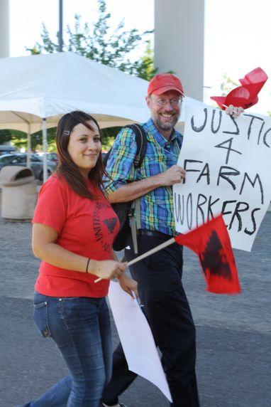 (33937) David Wildman, National Farm Worker Ministry, NFWM/UFW Darigold protest march, Seattle, Washington, 2011