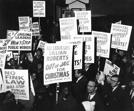 (7682) Council 37 protests for Lillian Roberts