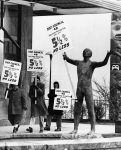 (7698) Museum statue pickets
